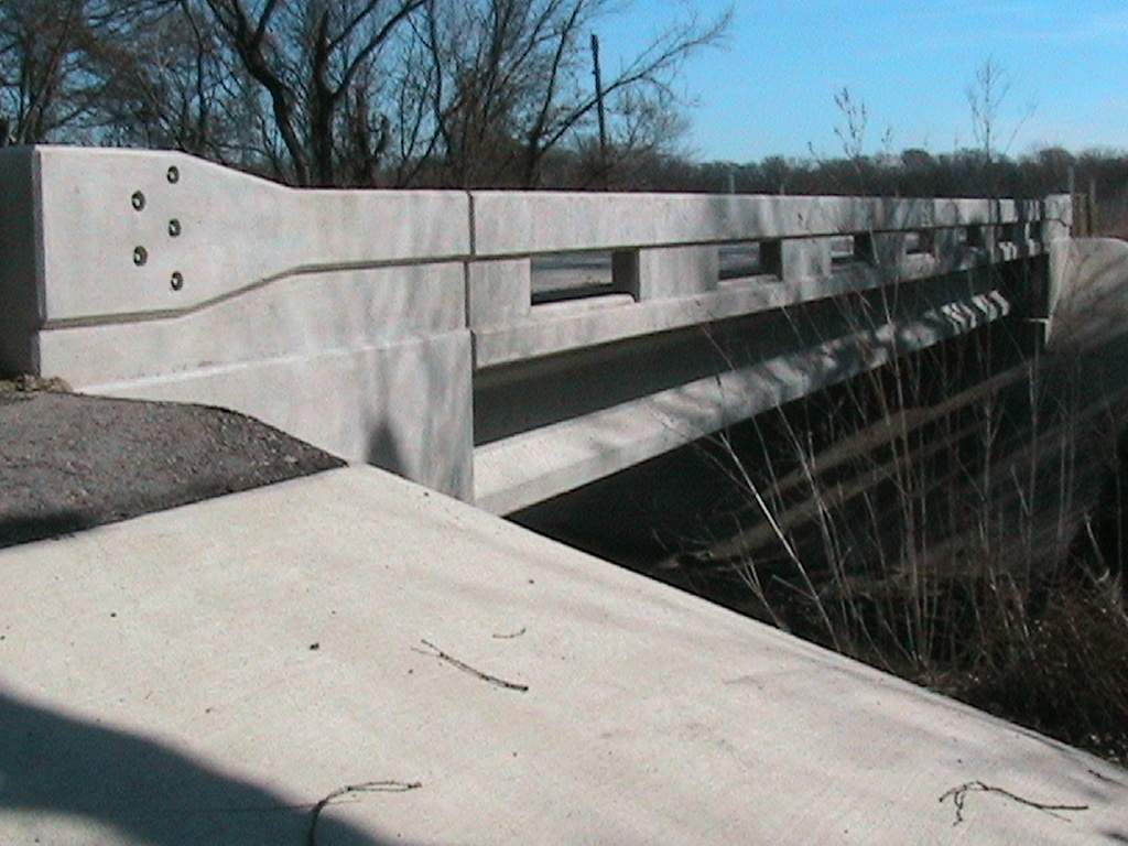 Side of the concreate gaurd rail on the new bridge
